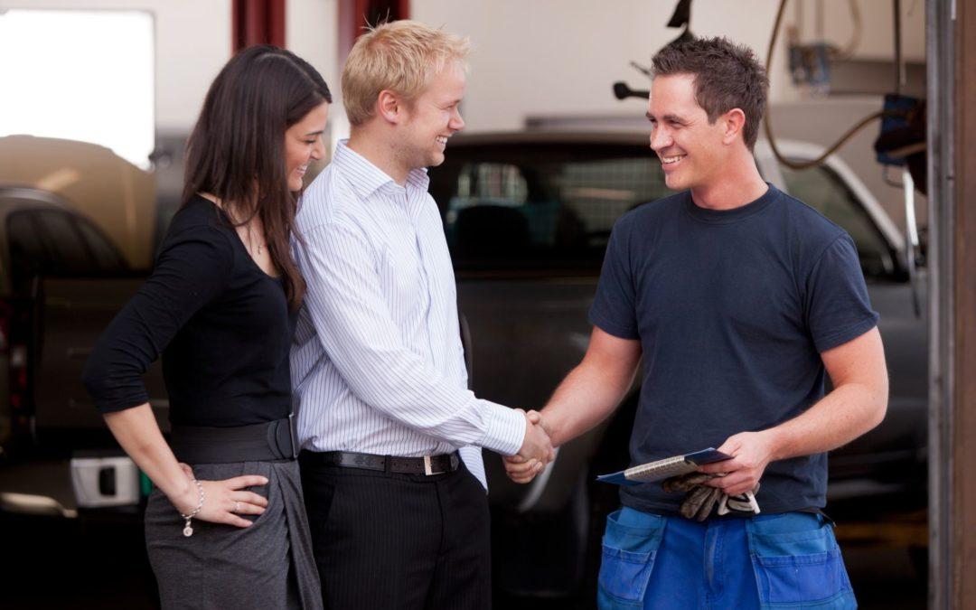 Imate premalo prodajalcev? Naj vam pomagajo kupci.